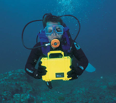 peli-1120-case-scuba-diving.jpg