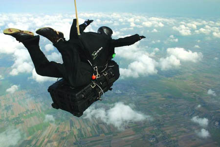 peli-1650-case-parachuting.jpg