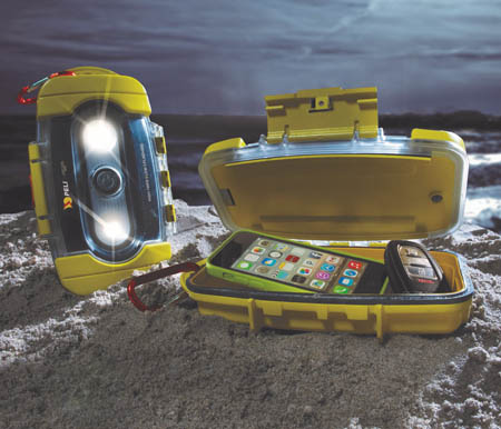 peli-9000-light-case-at-beach-450x386px.jpg