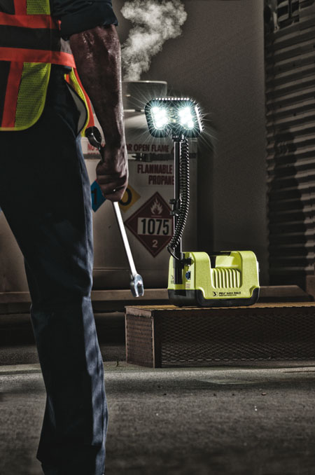 peli-9455z0-led-rals-atex-zone-0-yellow-with-worker-450x678px.jpg